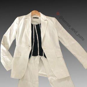 Gorgeous ELIE TAHARI White Linen pinstriped Blazer